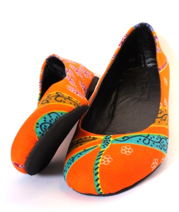 Ballet type flat shoes (leather lining and inlay, material finish)