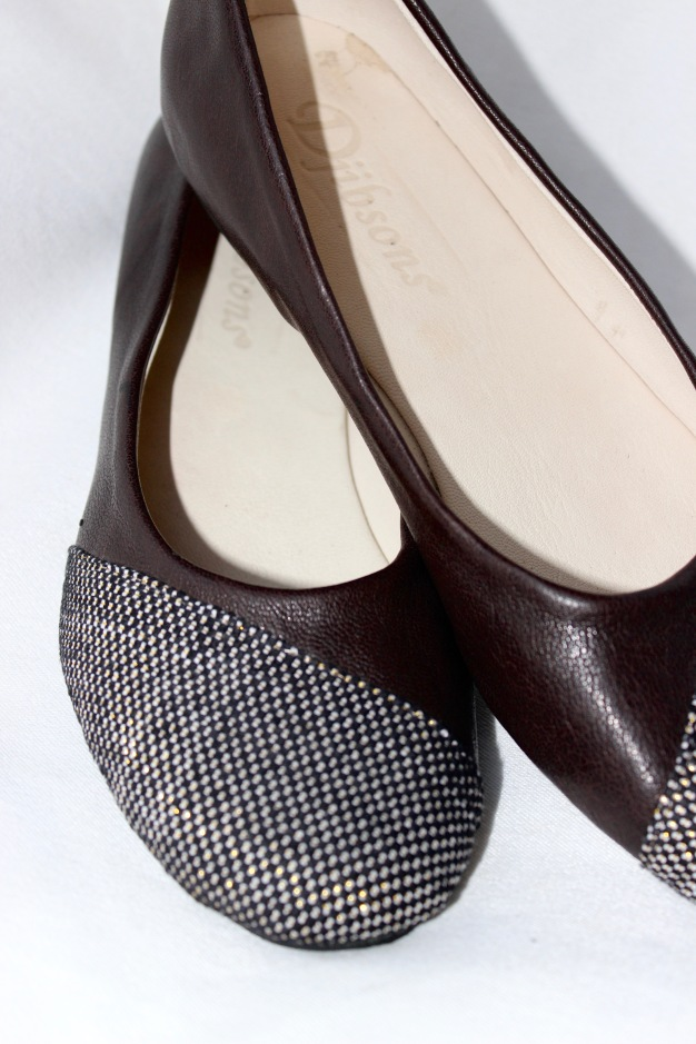 ballet flats, dark brown leather with assymetrical pagne tissé on toe