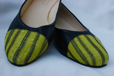 ballet flats, black leather with rounded pagne tissé on toe