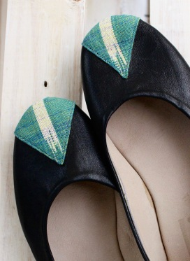 black leather ballet flats with green-white pagne in teardrop shape on toe